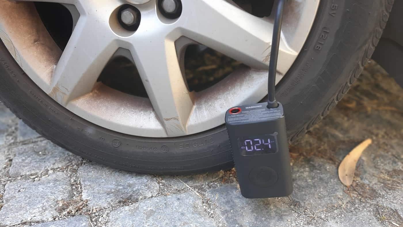 Encher pneus com o compressor de ar portátil da Xiaomi