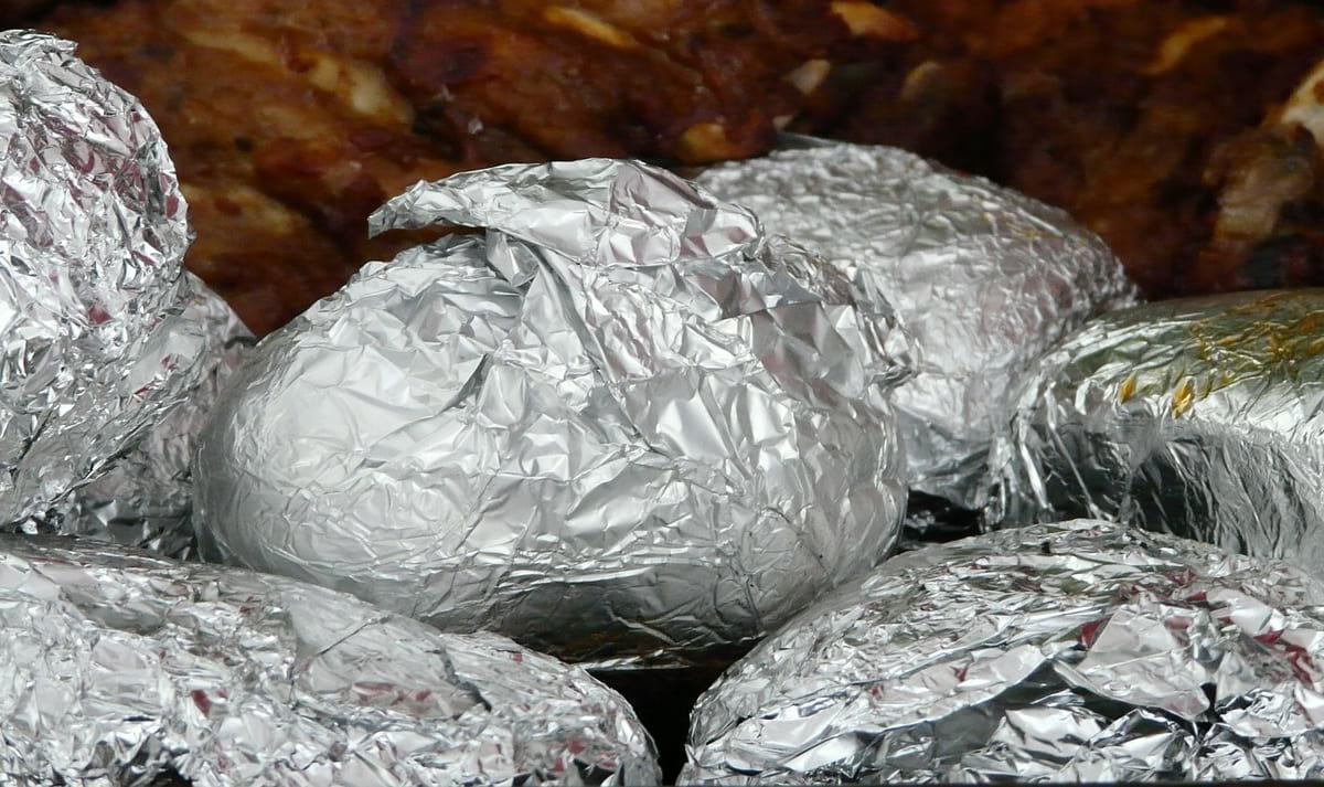 Carne em folha de aluminio