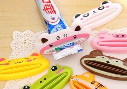 utensílio para aproveitar pasta dos dentes