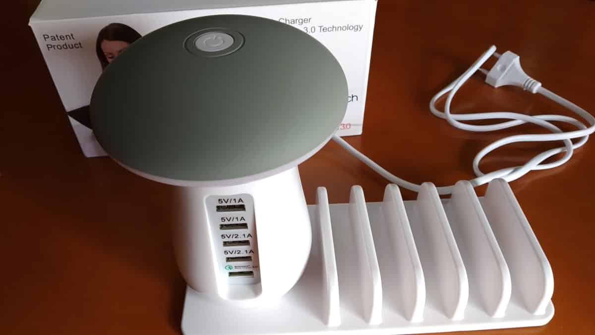 Candeeiro LED com 5 portas USB por cerca de 20€