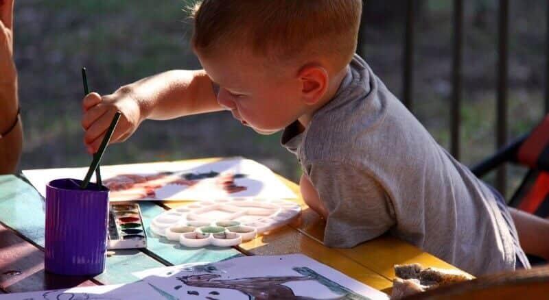 crianca-pinturas