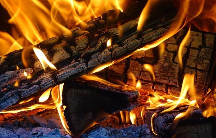 Lenha a arder