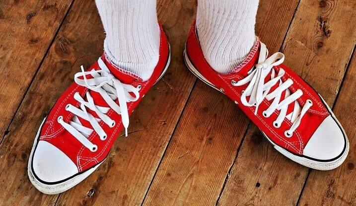 sapatilhas-meias-brancas