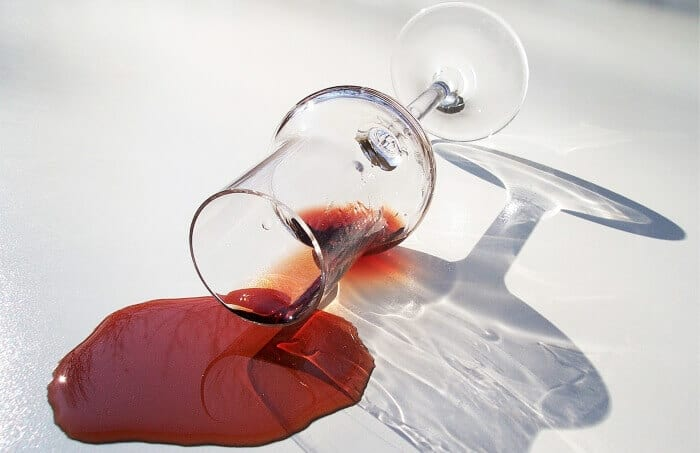 vinho-tinto-derramado